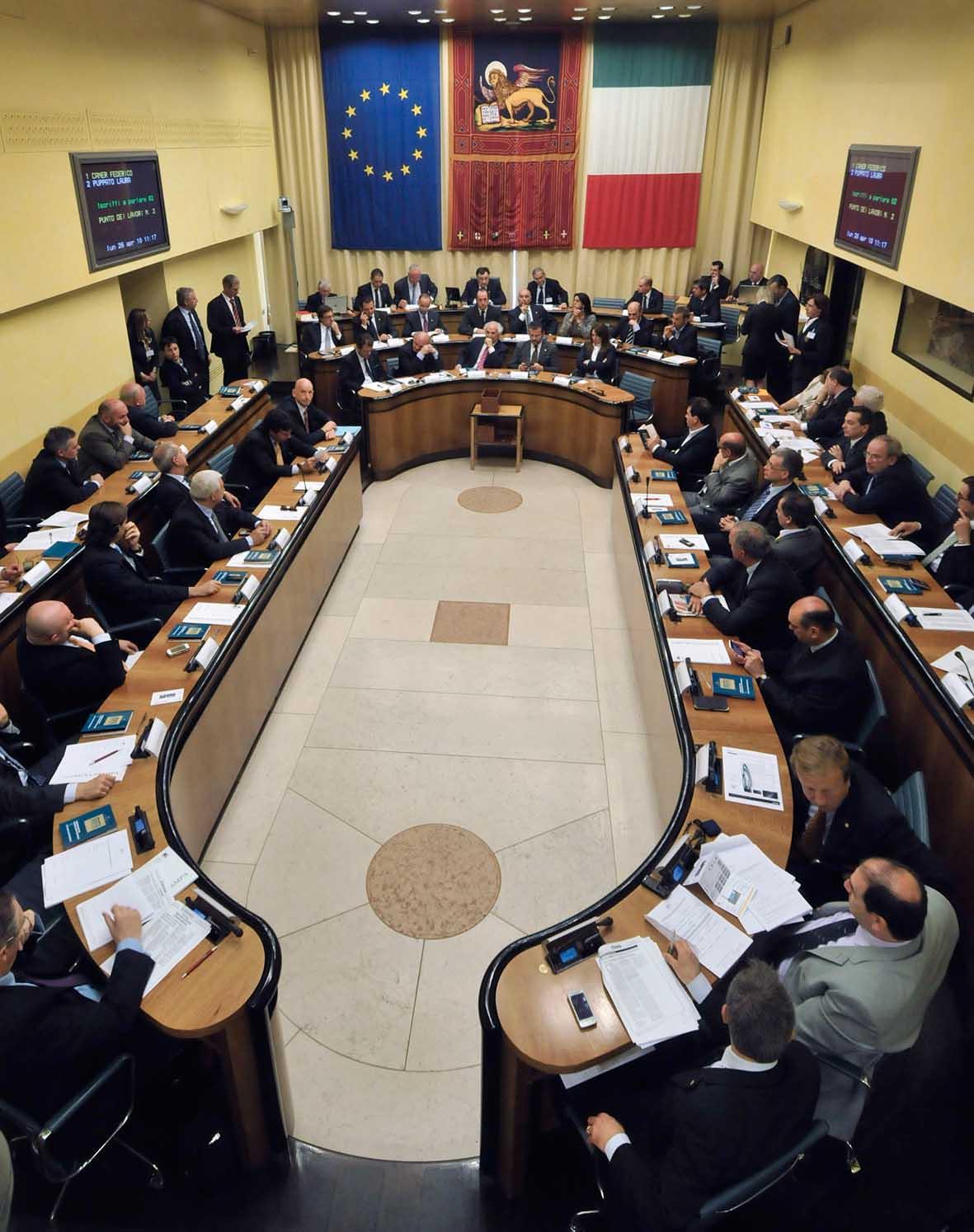 Consiglio regionale veneto aula con consiglieri 1