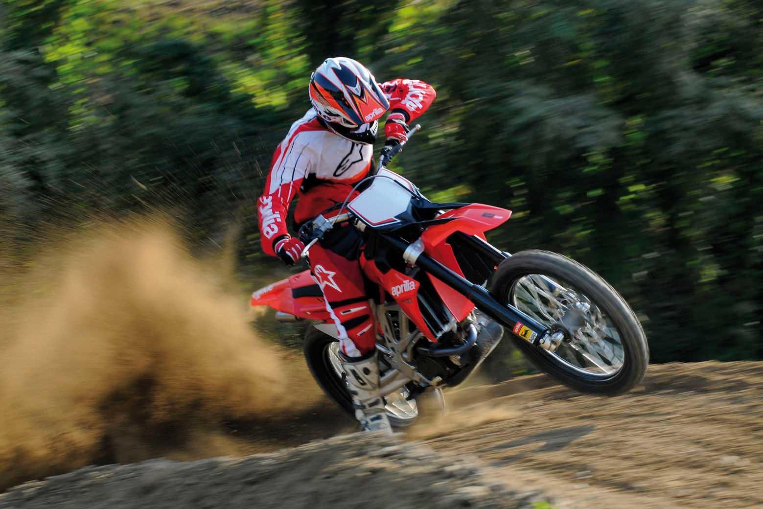 APRILIA MXV 450 motocross azione 1