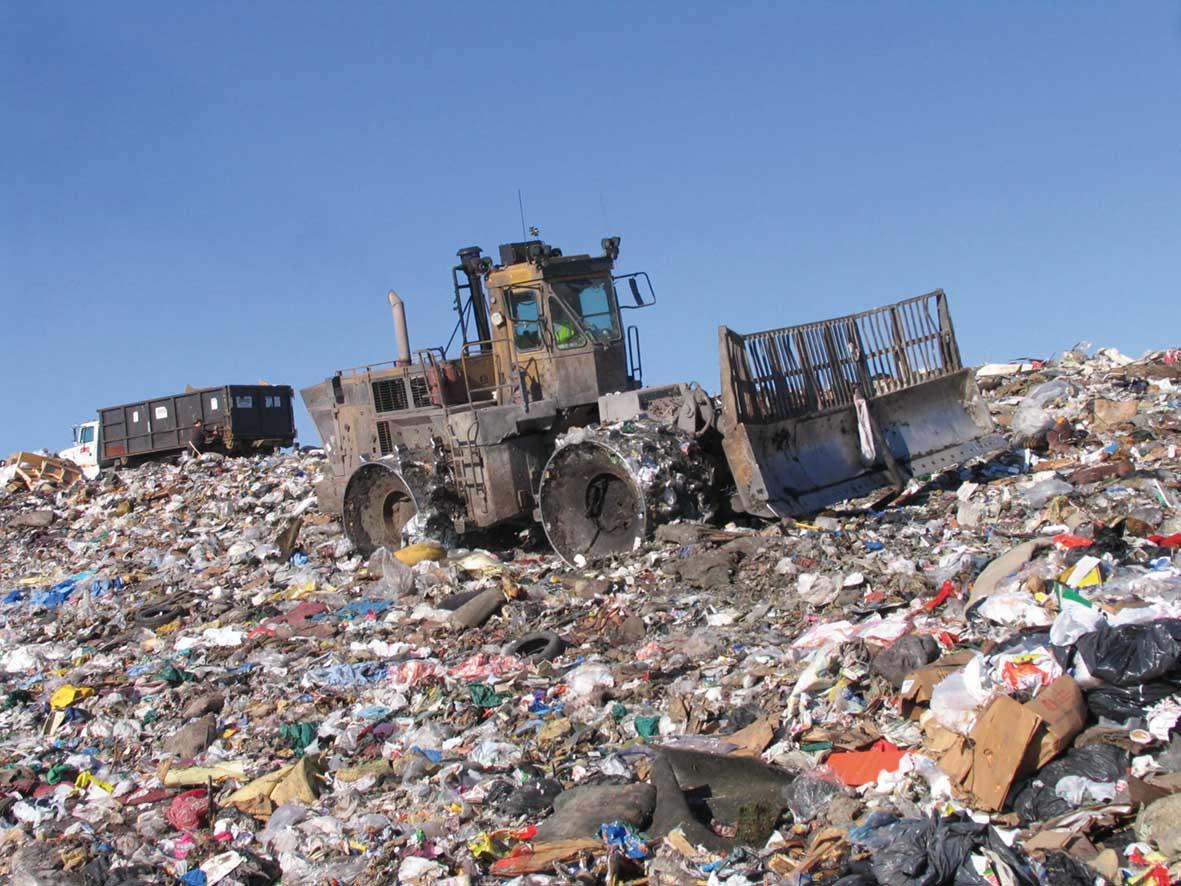 COmpattatore su discarica di rifiuti