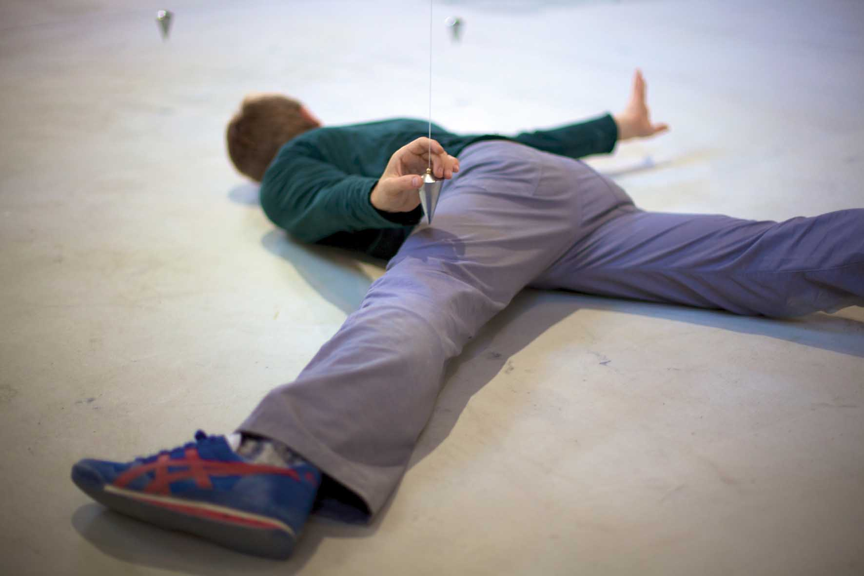 Festival Biennale danza venezia Nowhere and everywhere at the same time - performer Brock Labrenz c.Philip Bussmann 1
