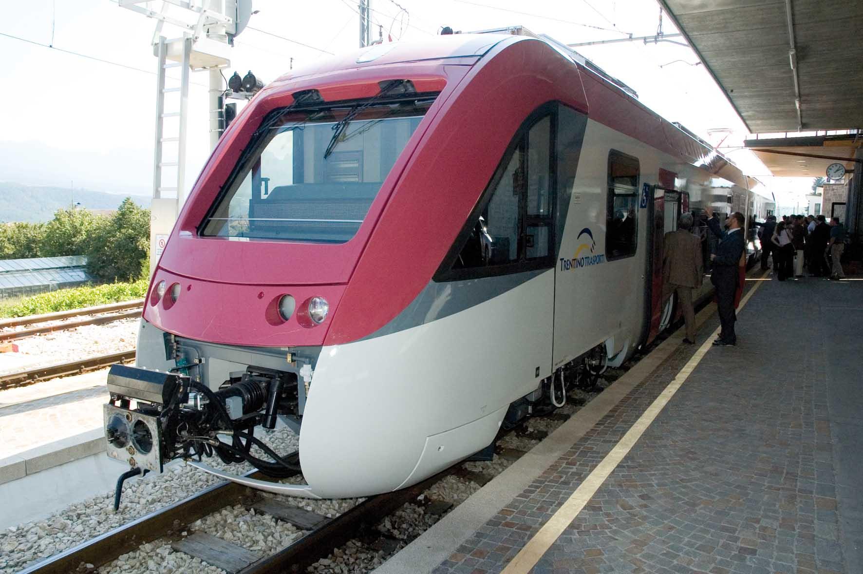 TrentinoTrasporti nuovo treno TrentoMalè fermata Cles 1
