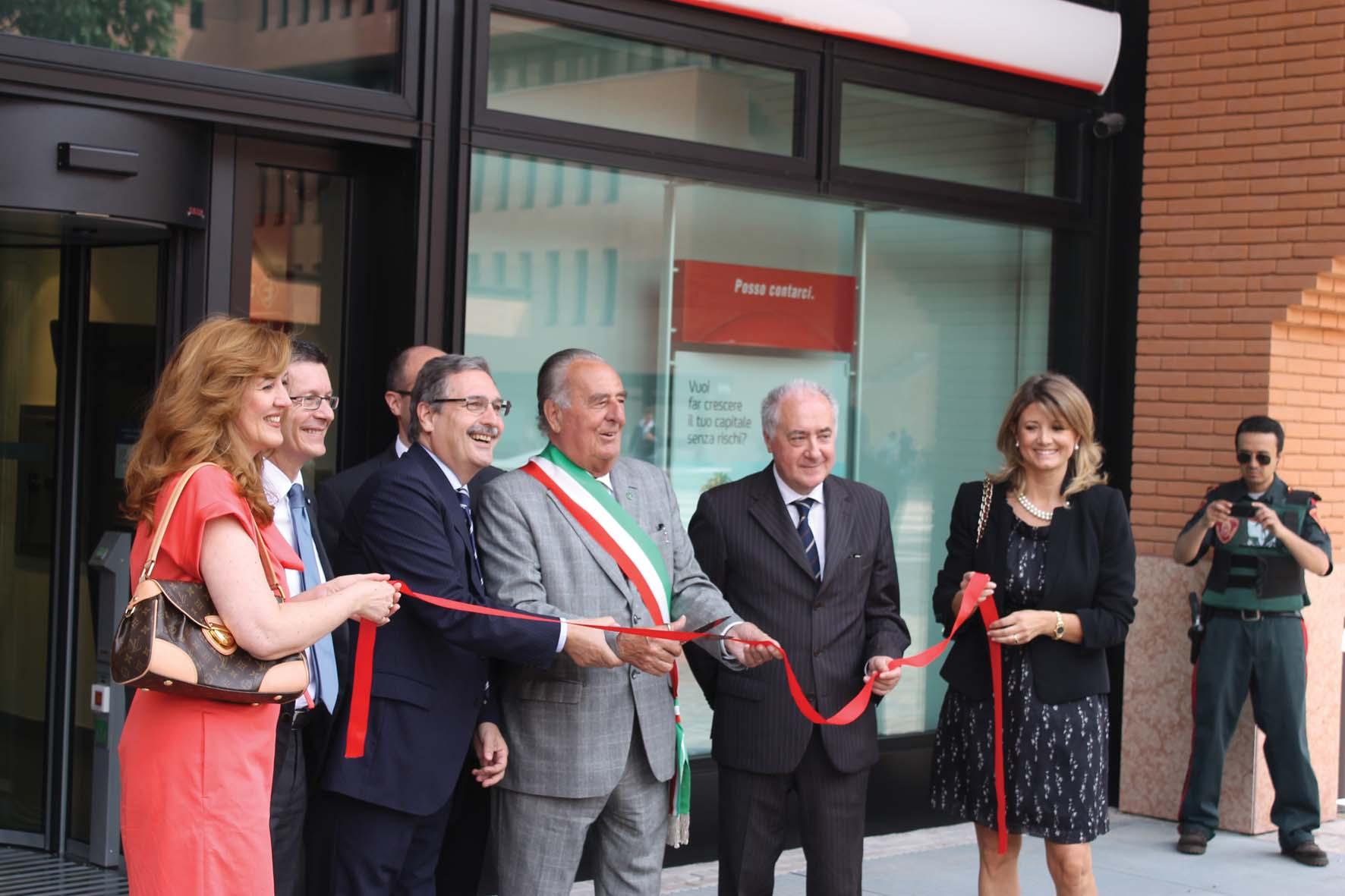 Unicredit inaugurazione agenzia treviso sindaco gentilini presidewnte unicredit 1