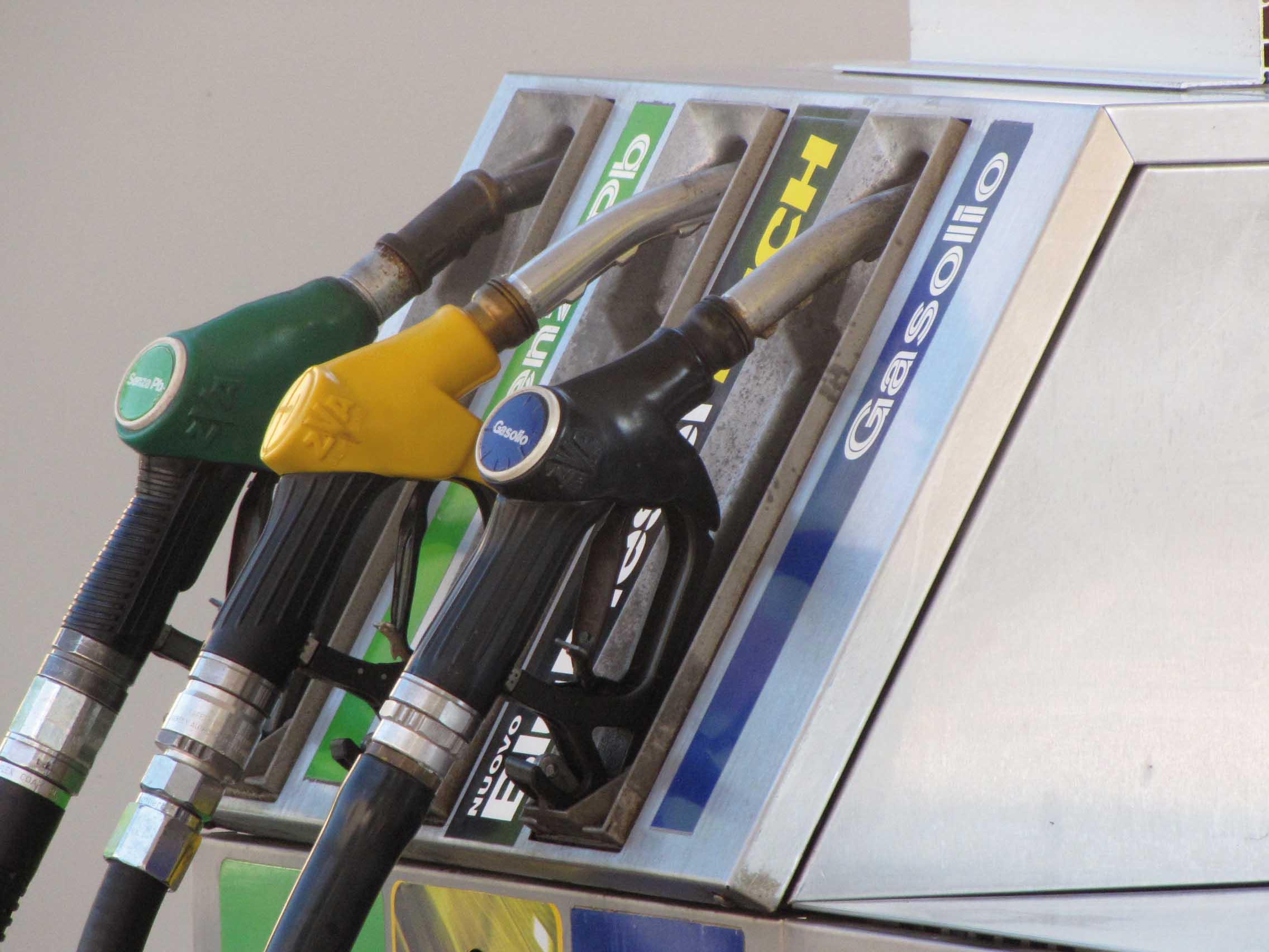 distributore pompa pistole diesel benzina 1