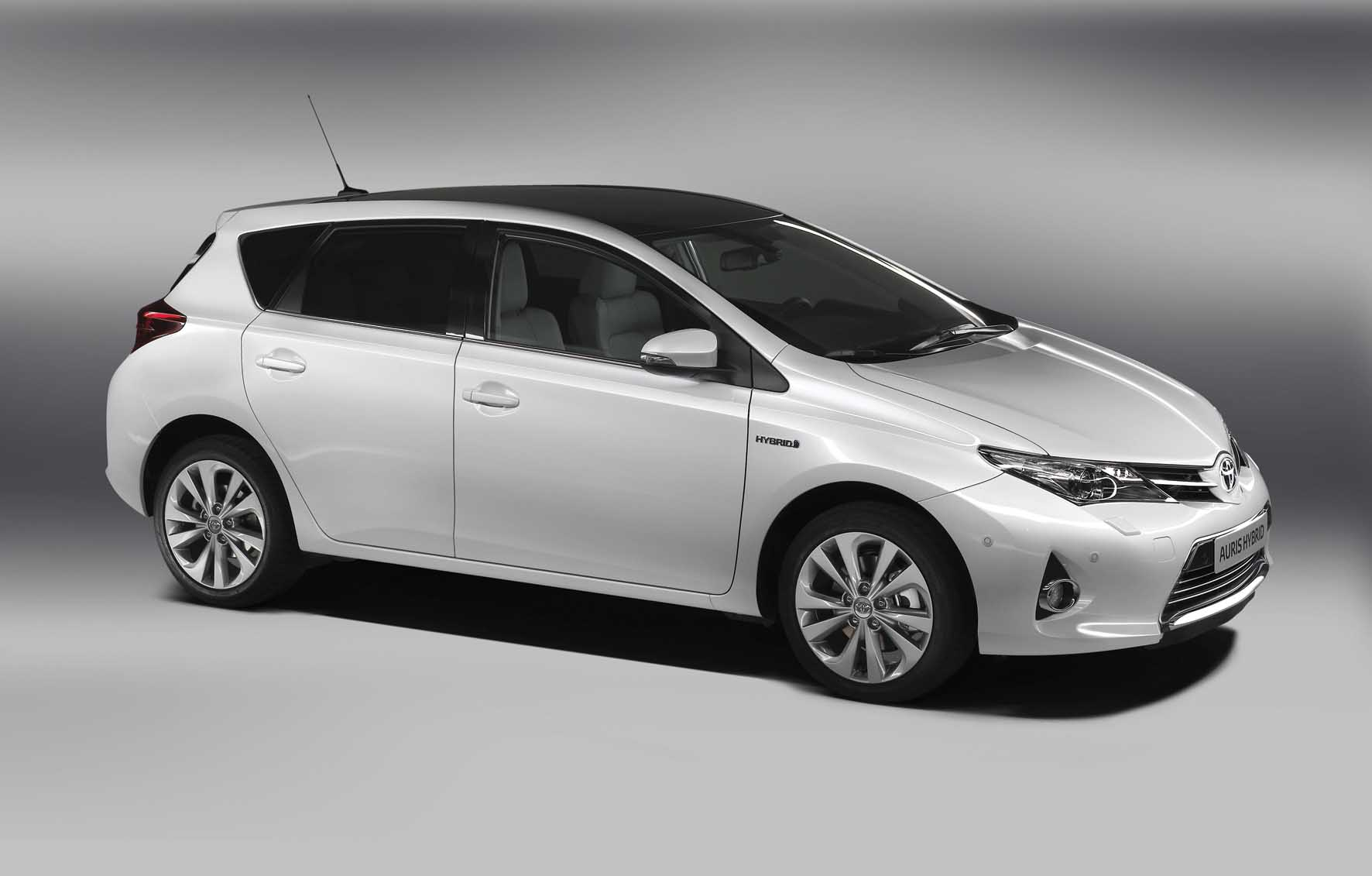 Toyota 2012 nuova Auris frontlat alto 1