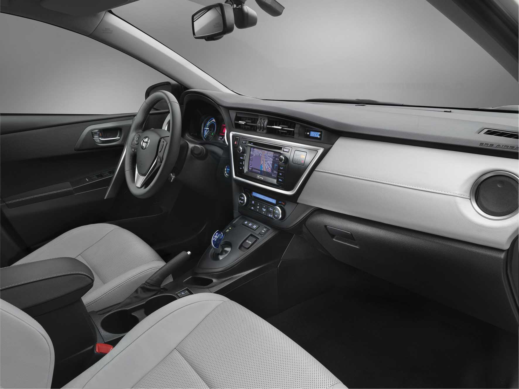 Toyota 2012 nuova Auris interni 1