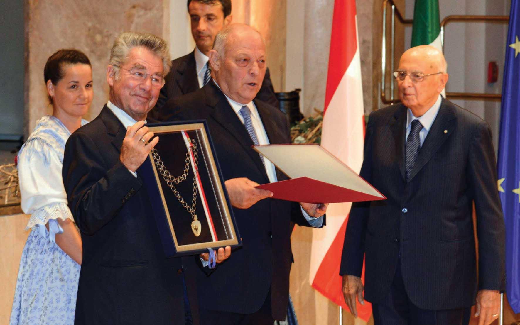 Festa autonomia 2012 Merano Luis Durnwalder Heinz Fischer medaglia 1