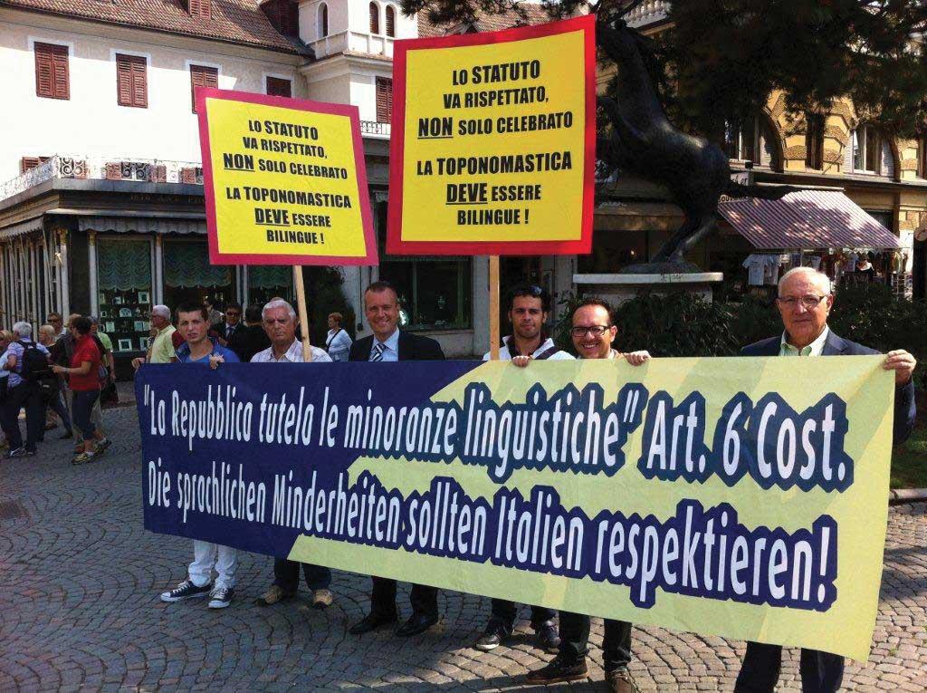 celebrazioni autonomia protesta urzì 1