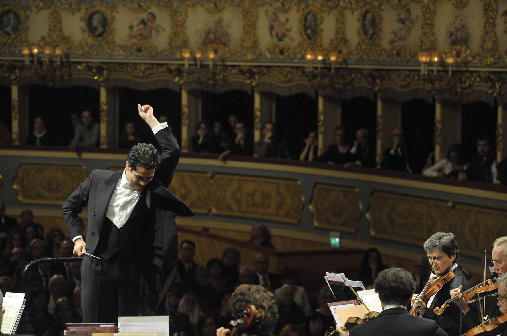 Teatro la fenice venezia direttore diego matheuz attaccoconcerto capodanno 2012 1