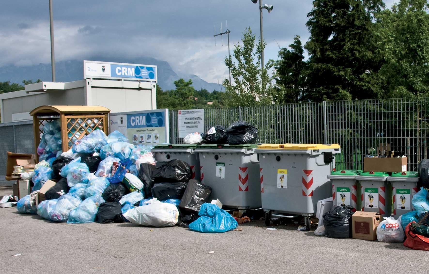 CRM provo Villazzano rifiuti abbandonati