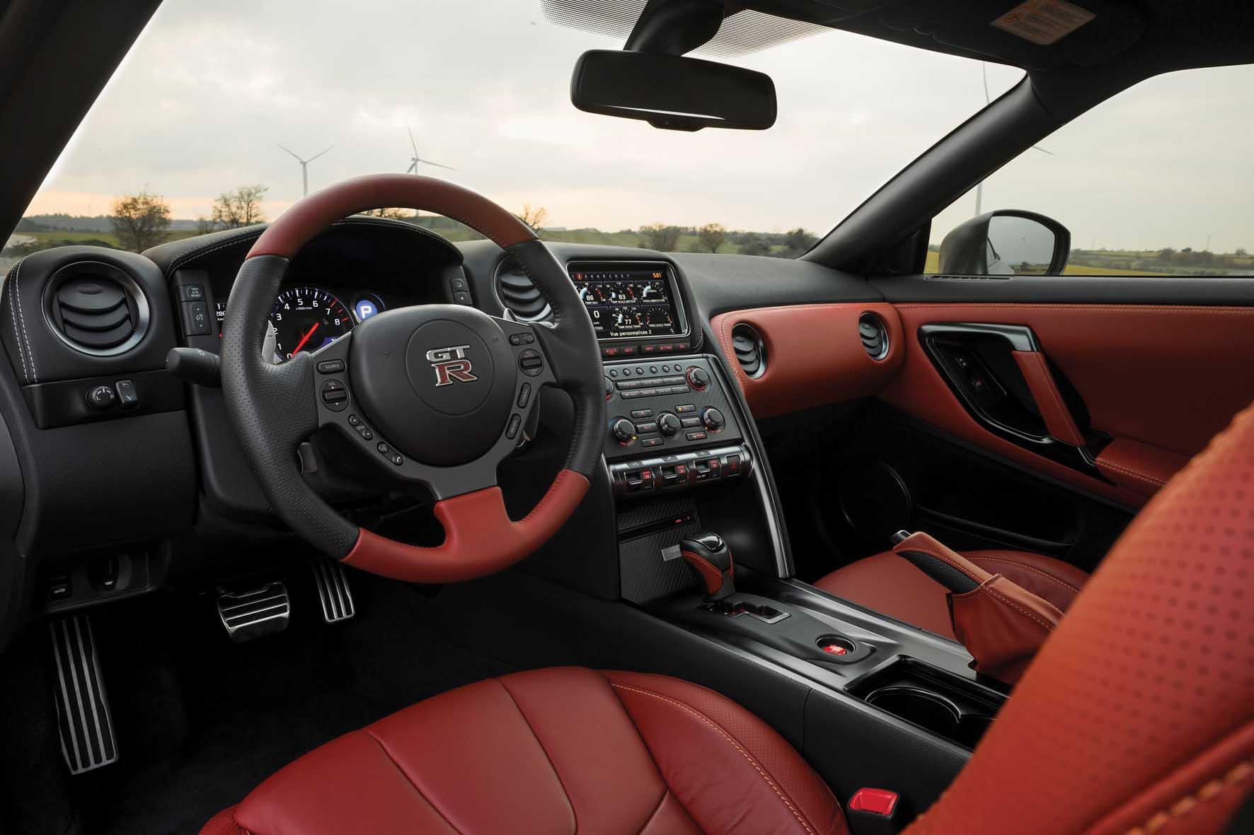 Nissan 2013 GT-R interni 1
