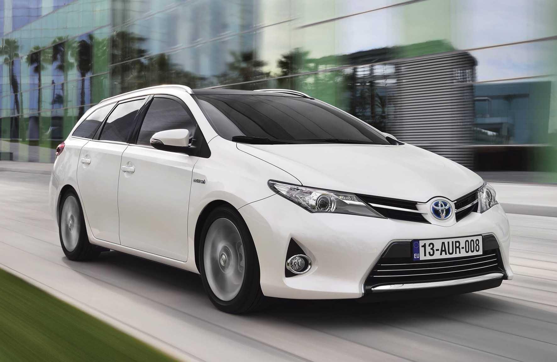Toyota 2013 auris SW frontlat