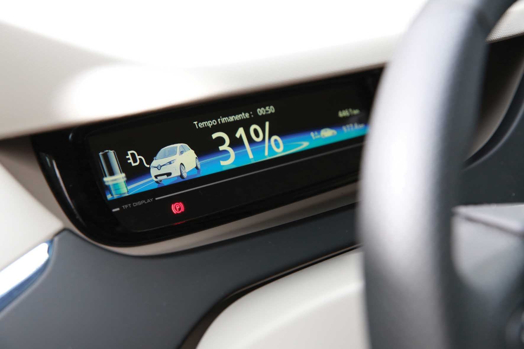renault 2013 colonna ricarica rapida enel 43 kW zoe tempo ricarica 1