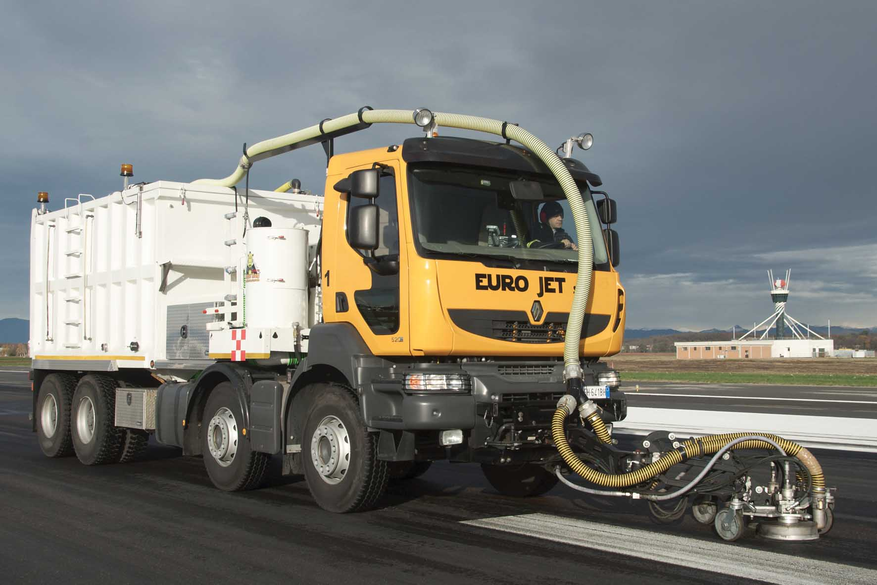 Renault Trucks Euro Jet pulizia gomma piste aeroportuali 1