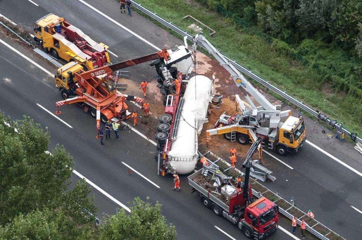 A4 incidente 29 agosto 2013 rimozione camion 1
