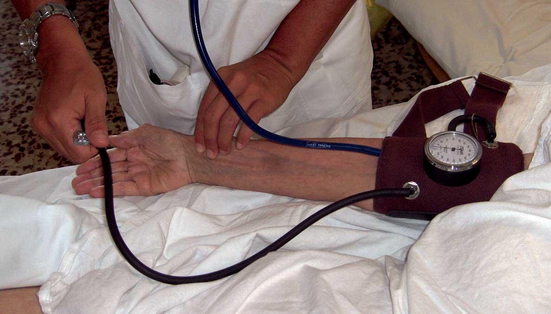 salute misurazione pressione sfigmomanometro 1