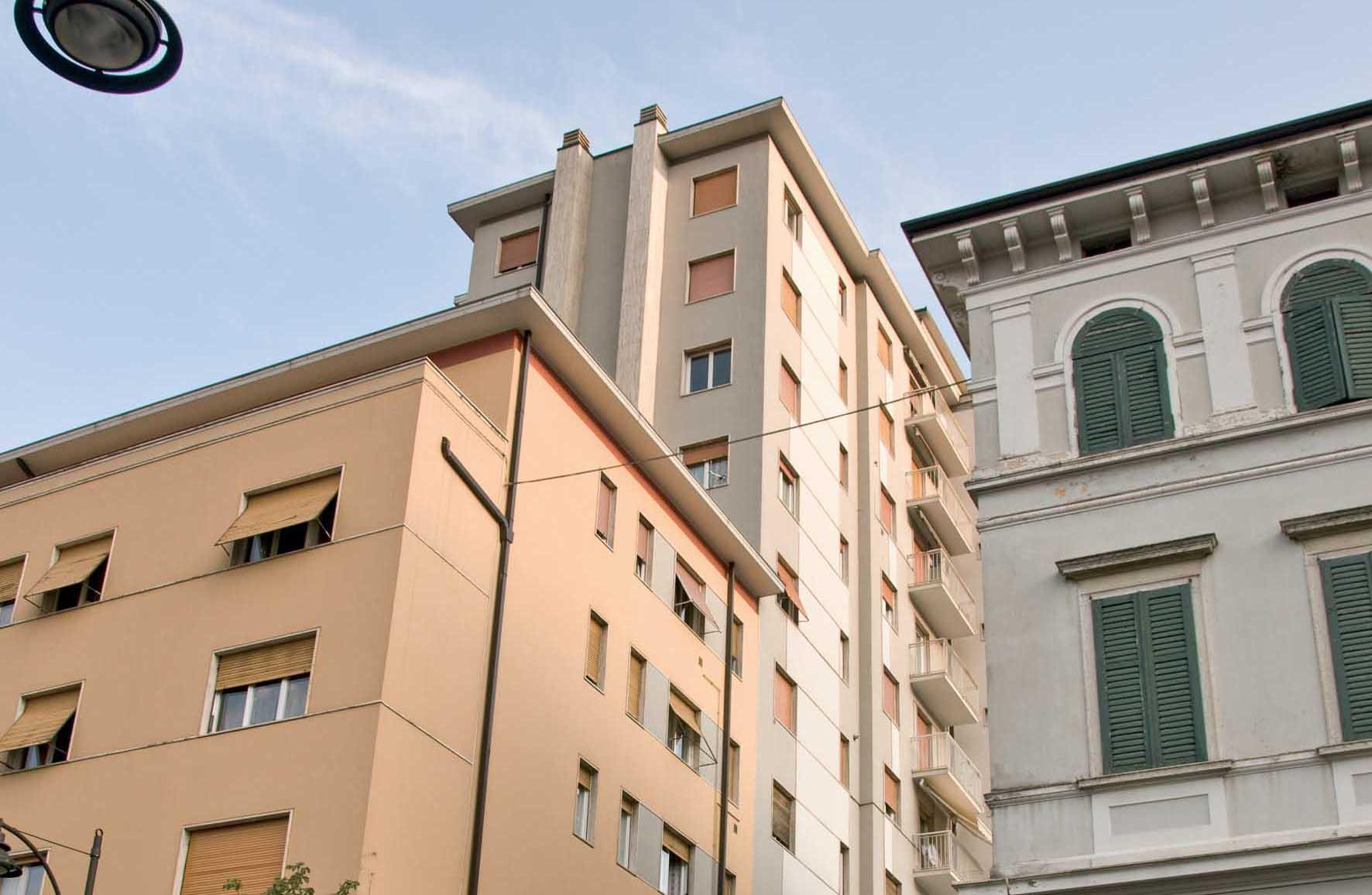 Rovereto zona stazione autocorriere corso rosmini palazzo condominio alto 11 piani 1
