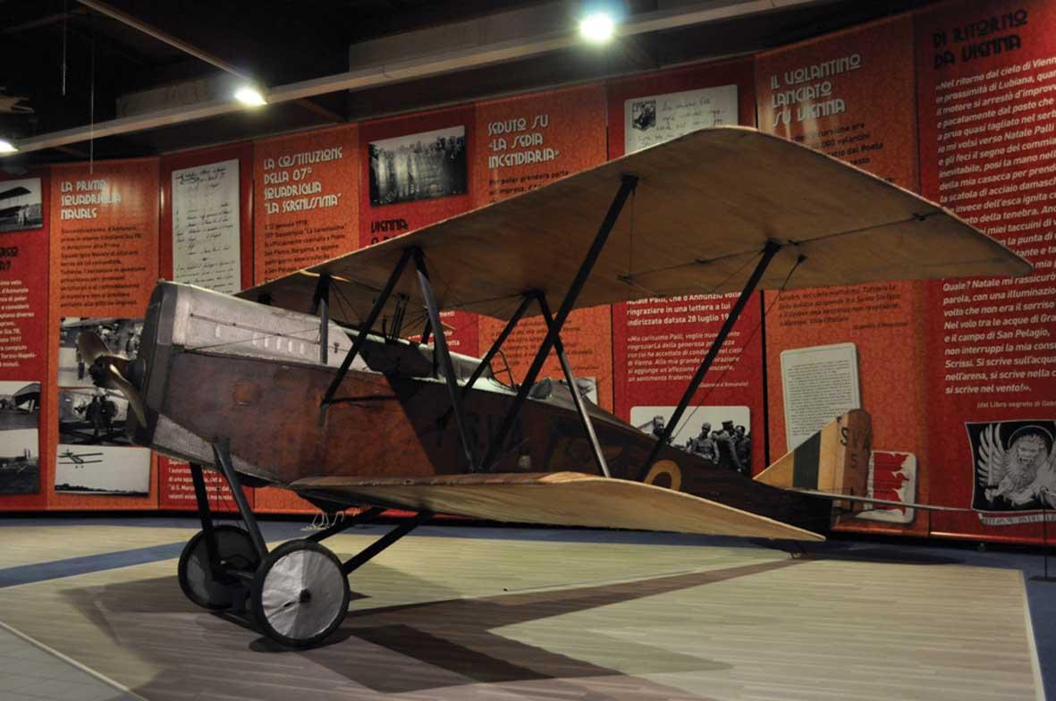 gabriele-dannunzio-aviatore-aereo-Ansaldo-S.V.A.5-ilnordest