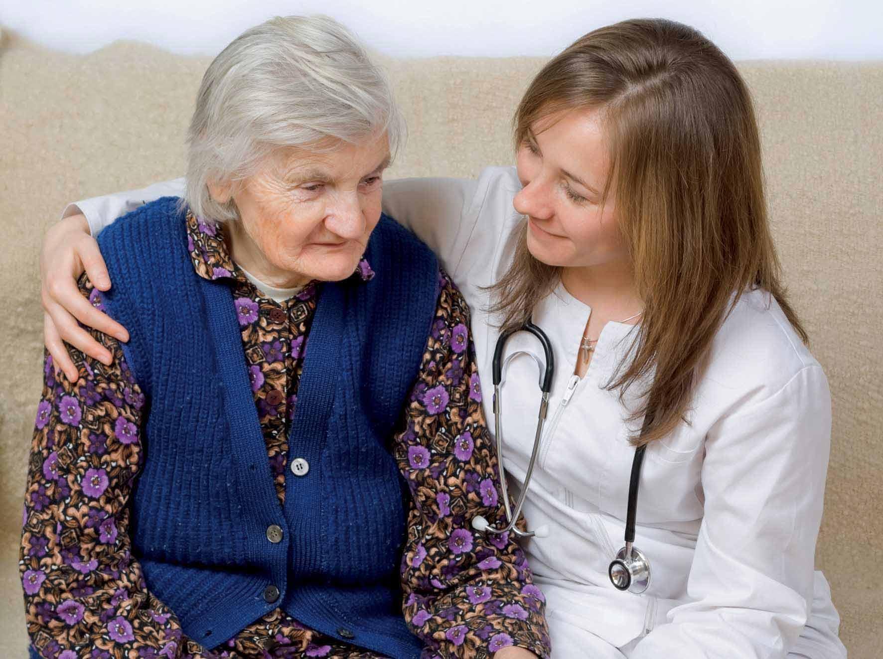 Anziana-con-medico-foto-ilnordest