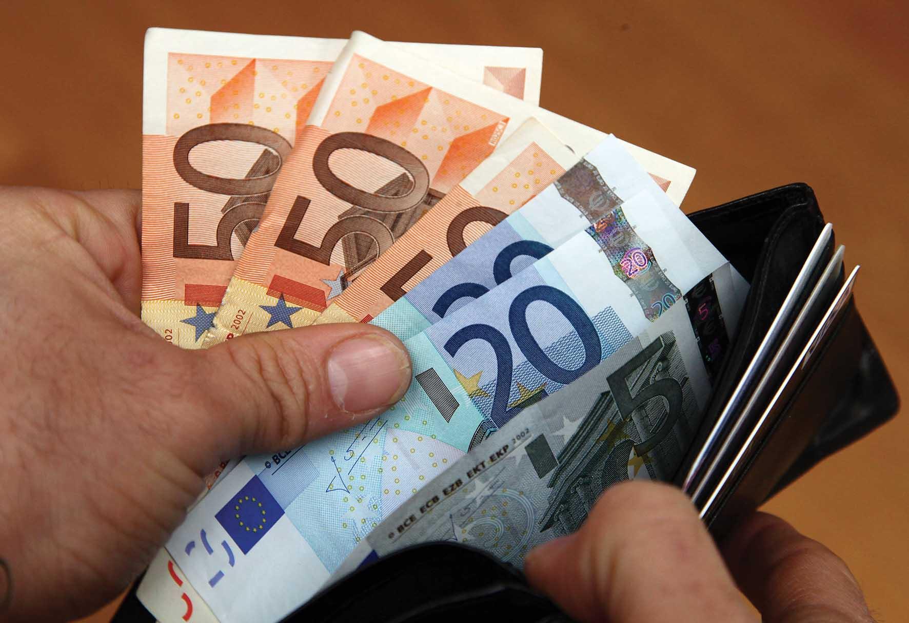 fisco soldi euro biglietti portafoglio