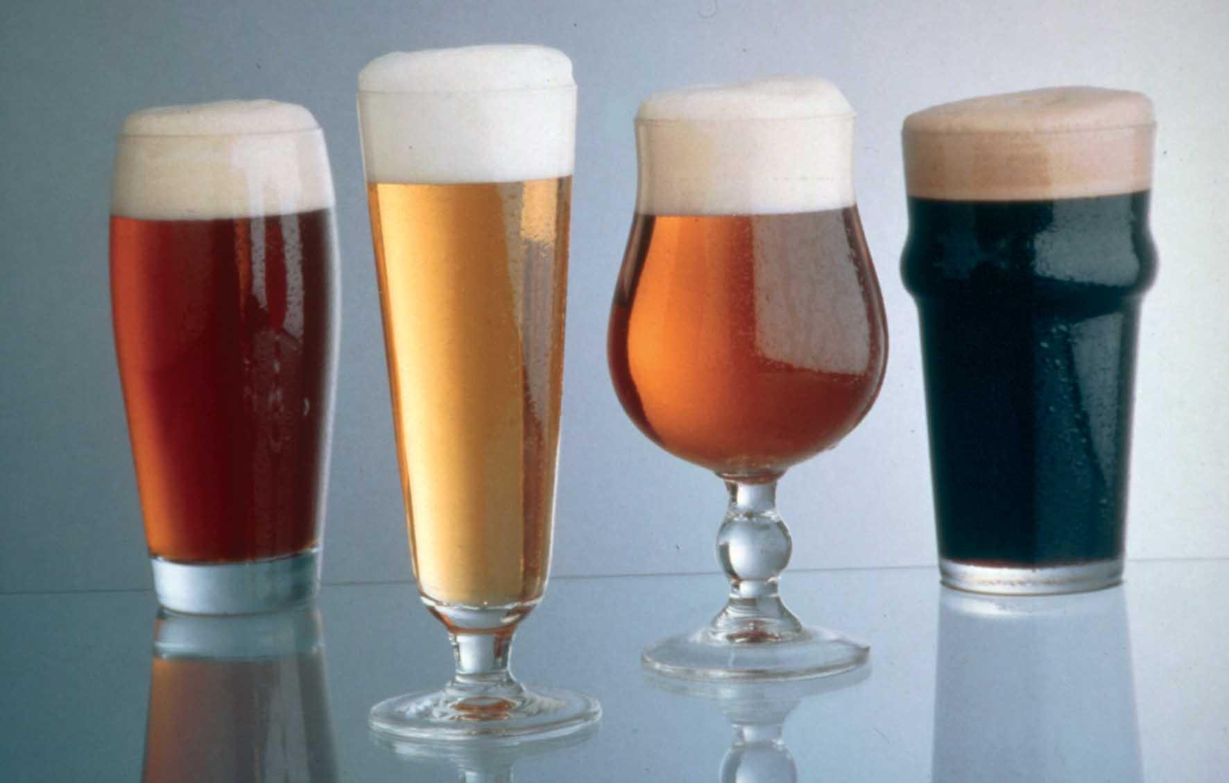 Birra colorazioni differenti bicchieri 1