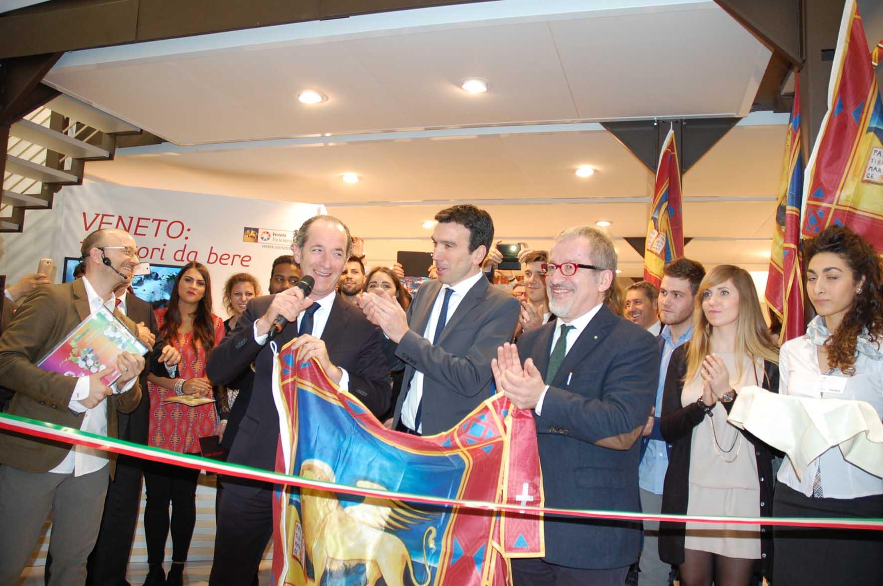 Vinitaly 2015 inaugurazione stand veneto luca zaia maurizio martina roberto maroni 1