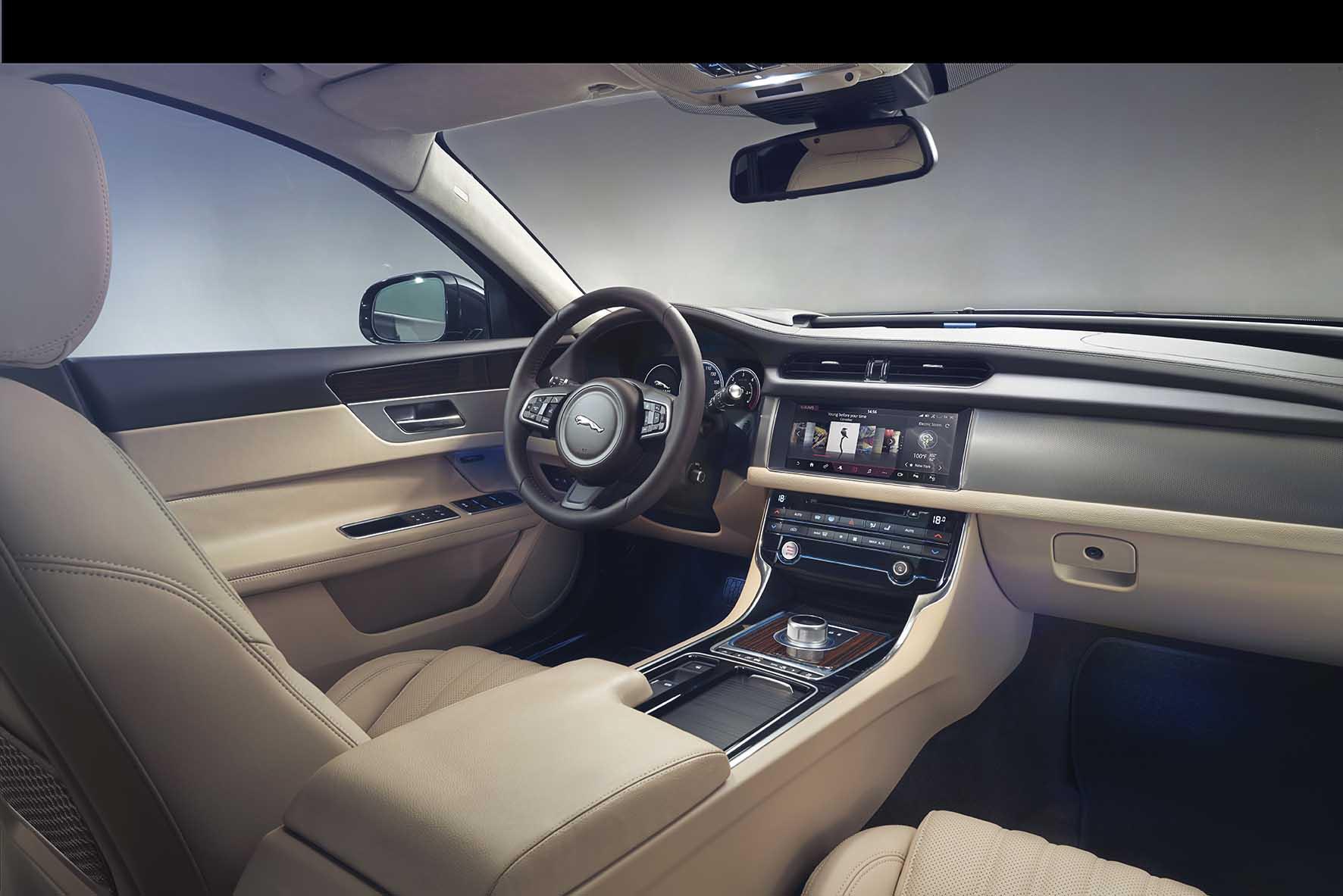 Jaguar XF Portfolio interni