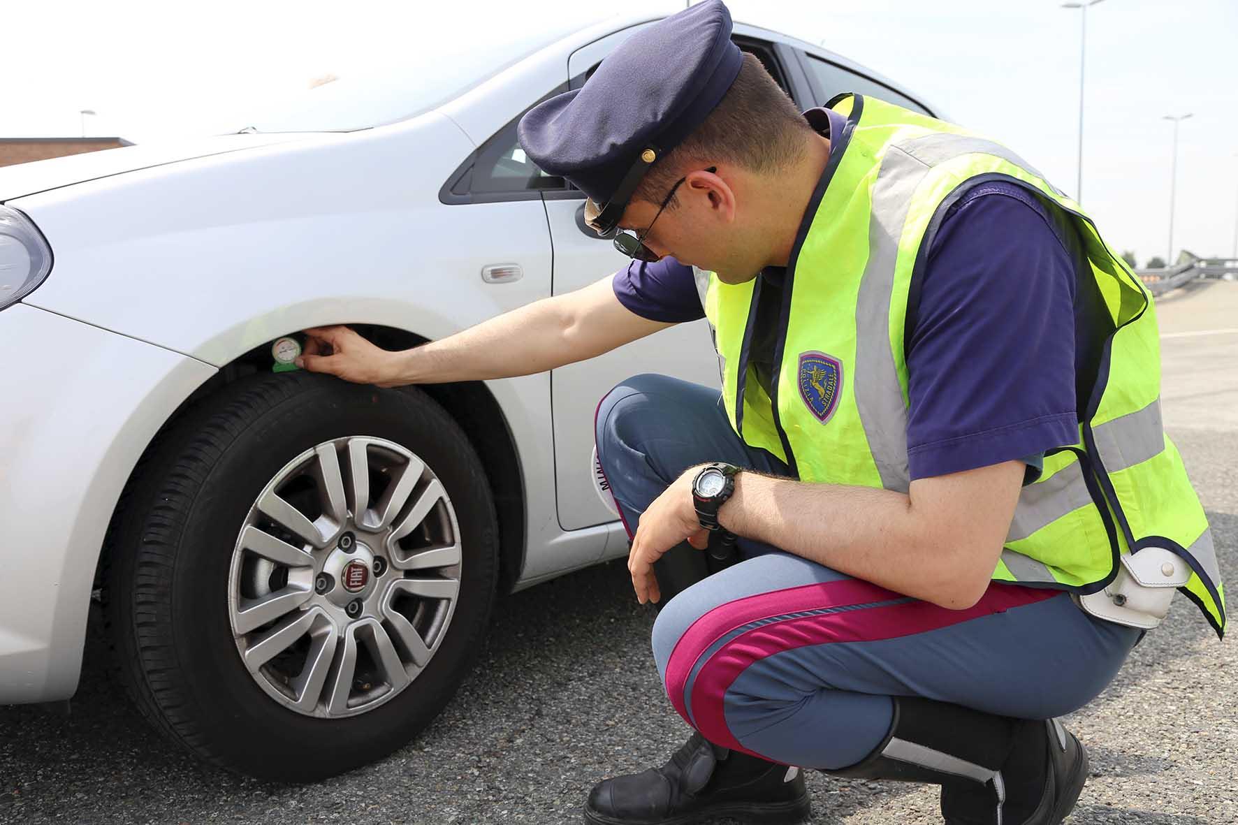 Polstrada Assogomma controlli pneumatici 2015 1