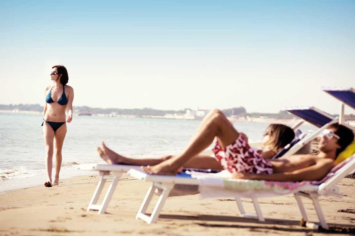 turismo estivo lettino spiaggia mare Lavazza