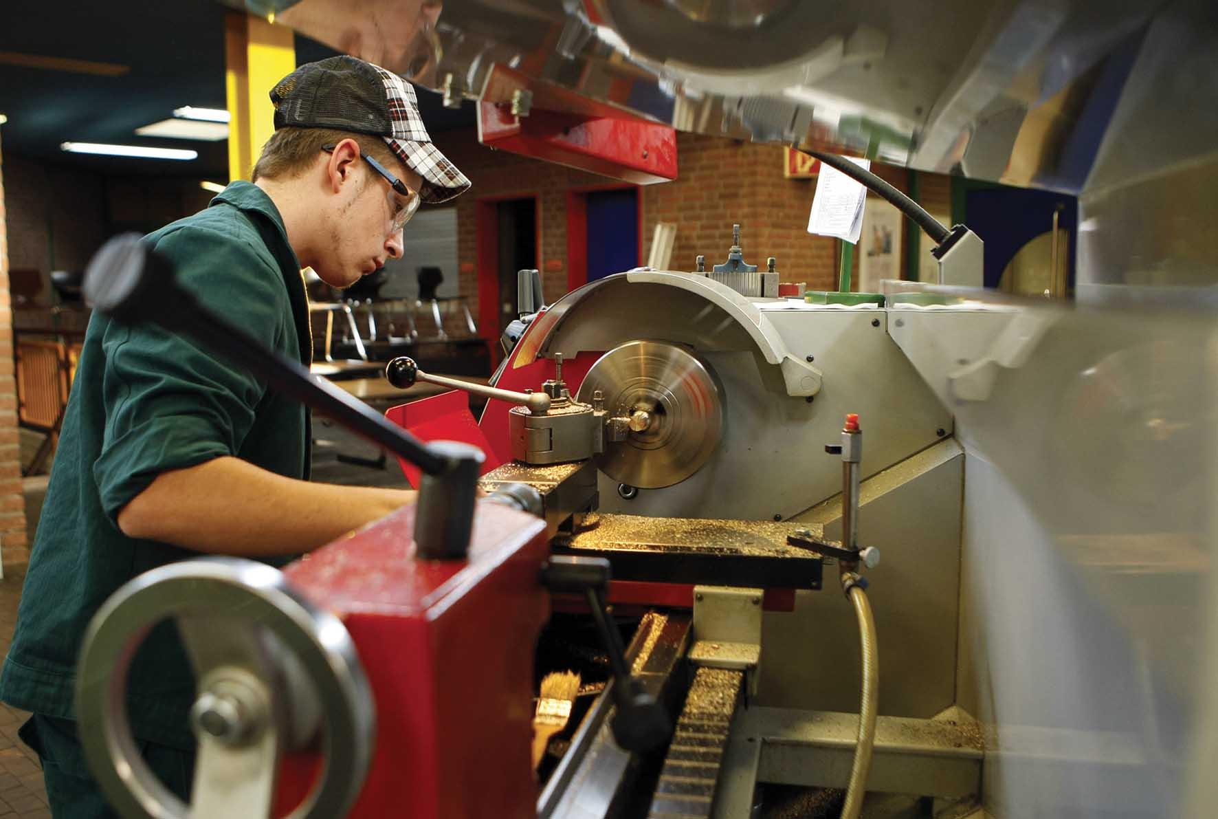 metalmeccanica industria operario tornitore