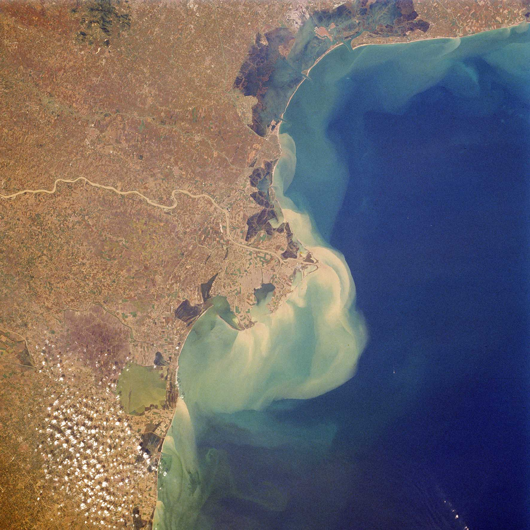 laguna venezia delta fiume po da satellite 2