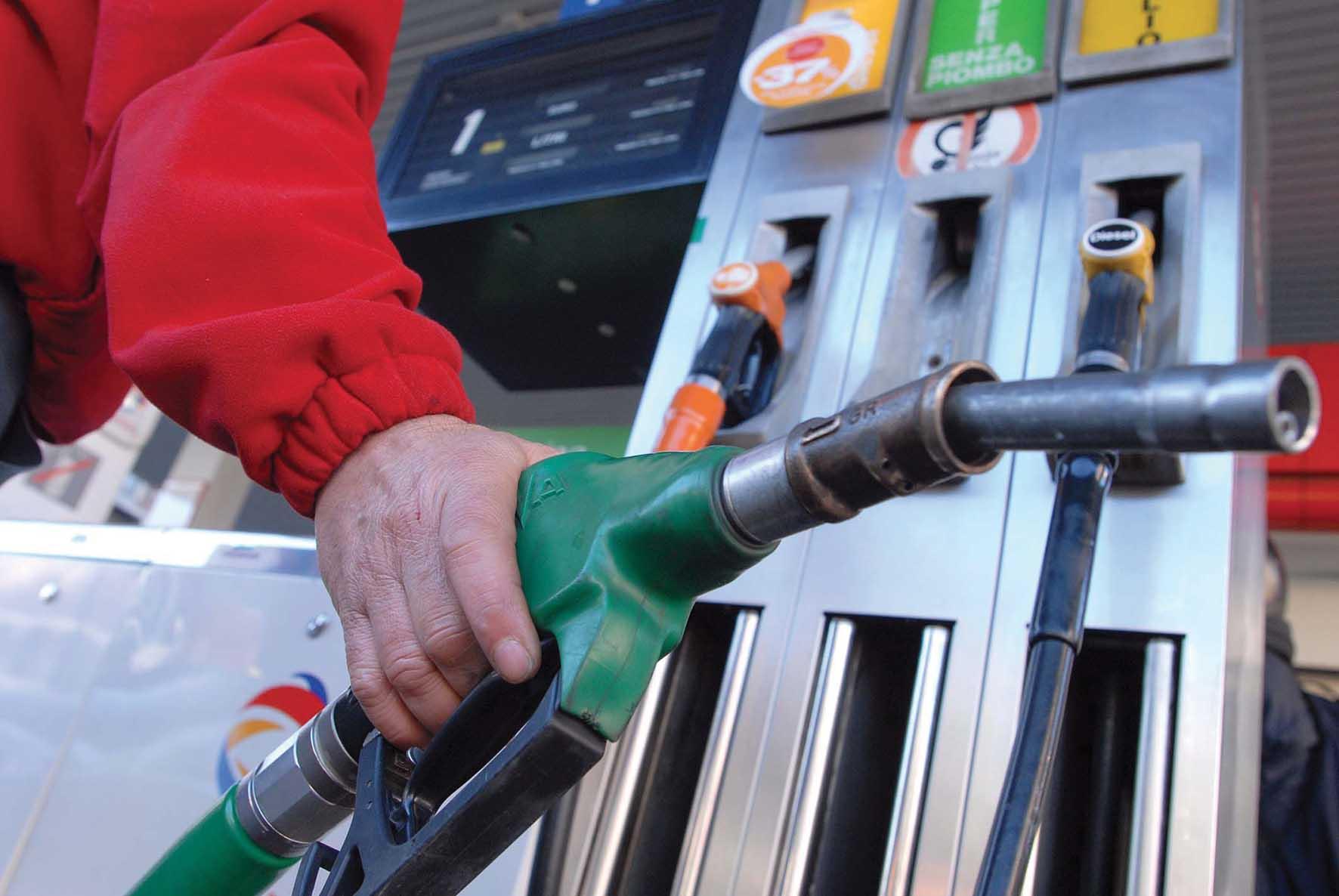 pistola pompa carburante benzina distributore