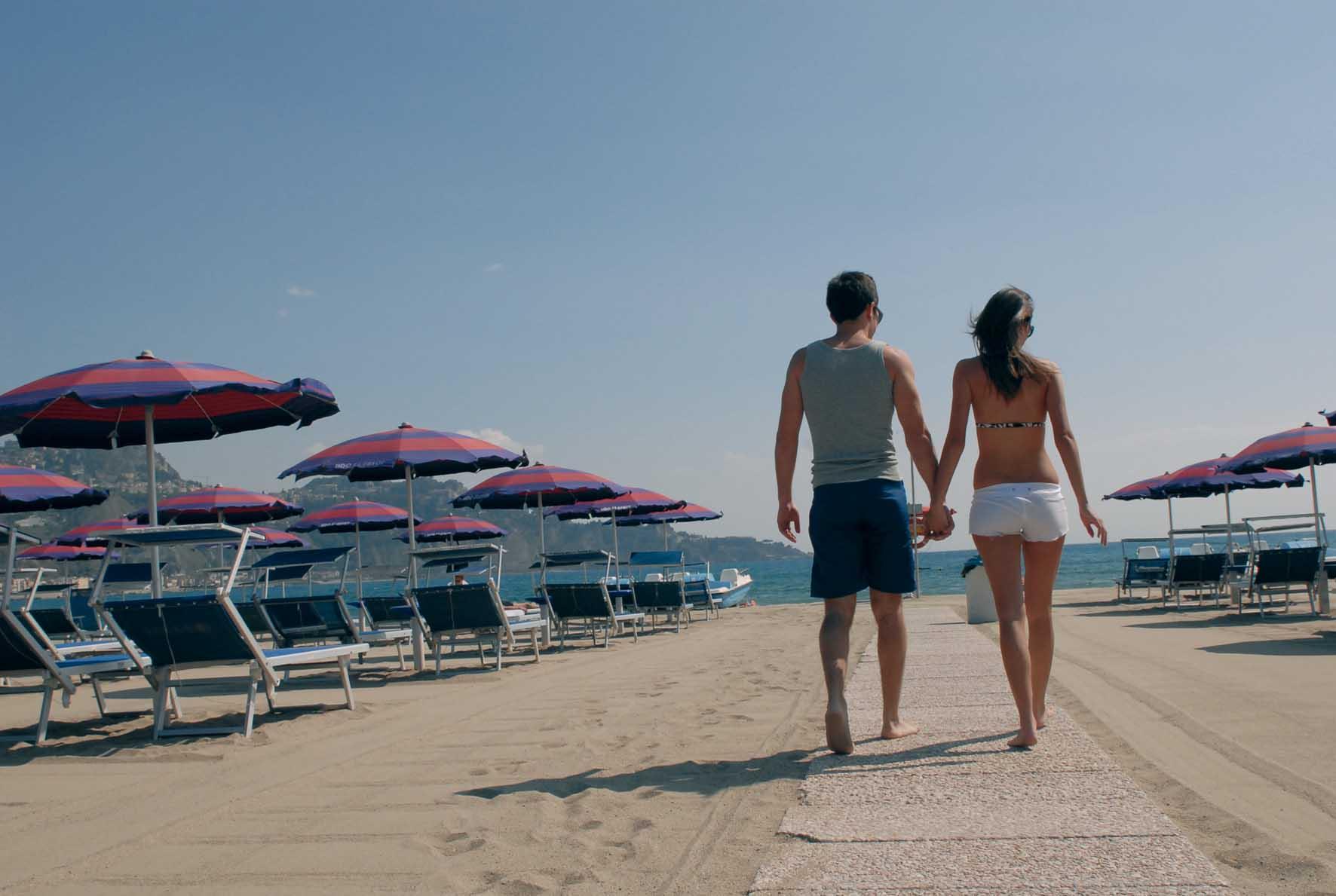 cna turismo spiaggia turisti passeggio