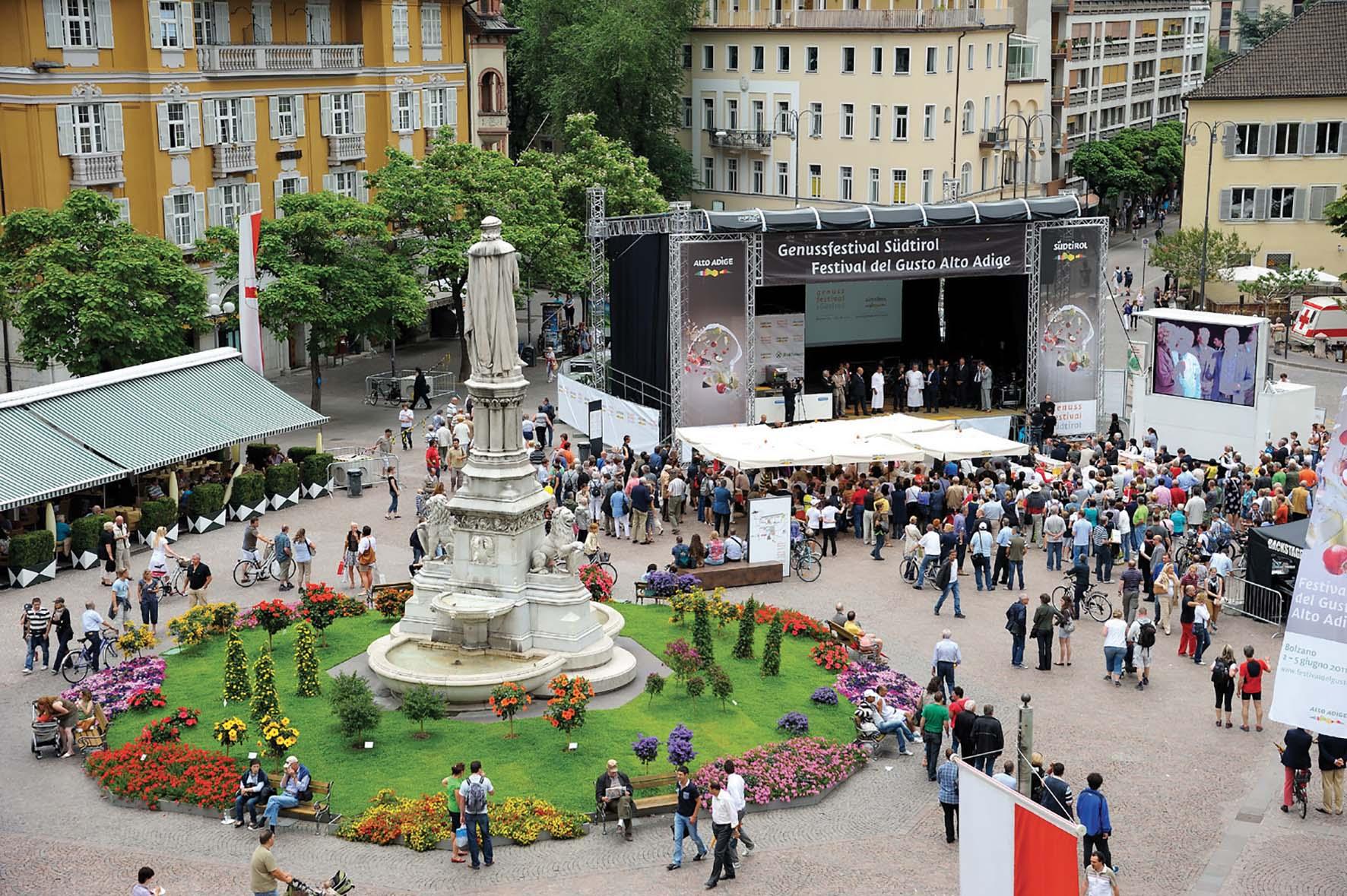 Alto Adge Bolzano Piazza Walther in occasione del Festival del Gusto 300 dpi