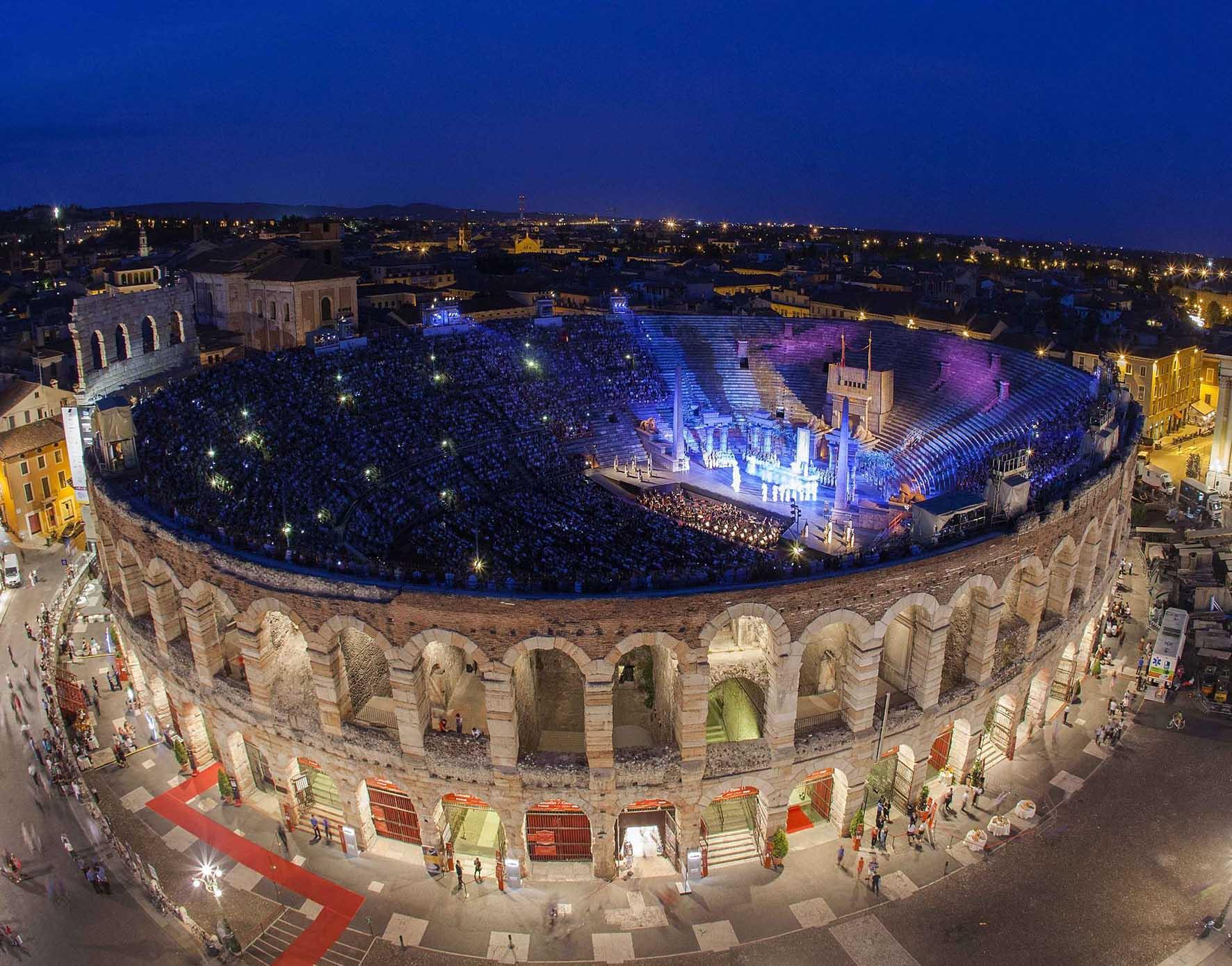 Arena di Verona di notte FotoEnnevi