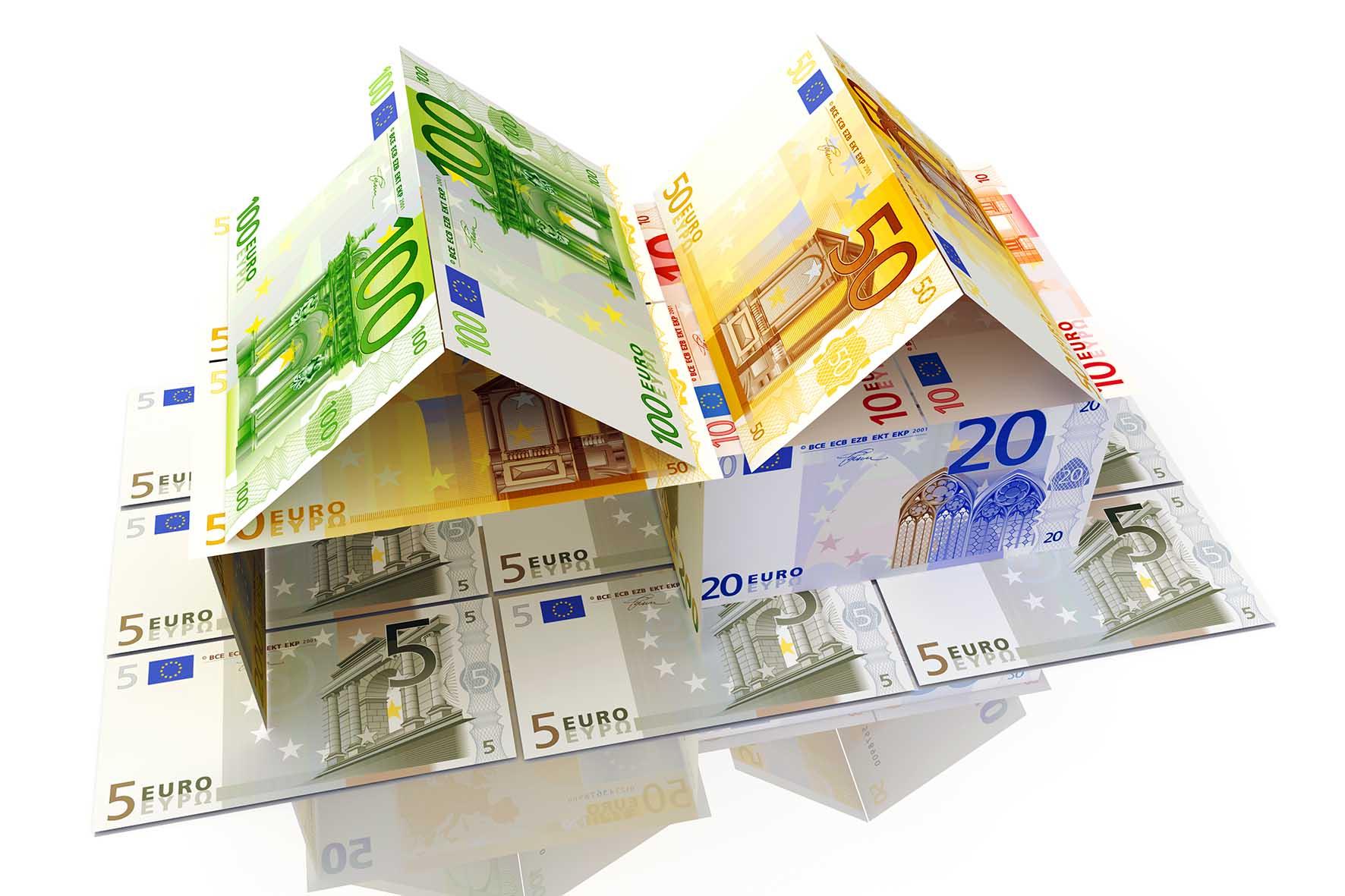 edifici costruiti con biglietti euro 1