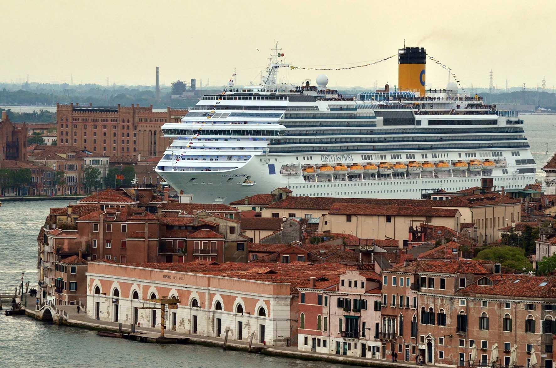 Venezia grandi navi da crociera giudecca 2