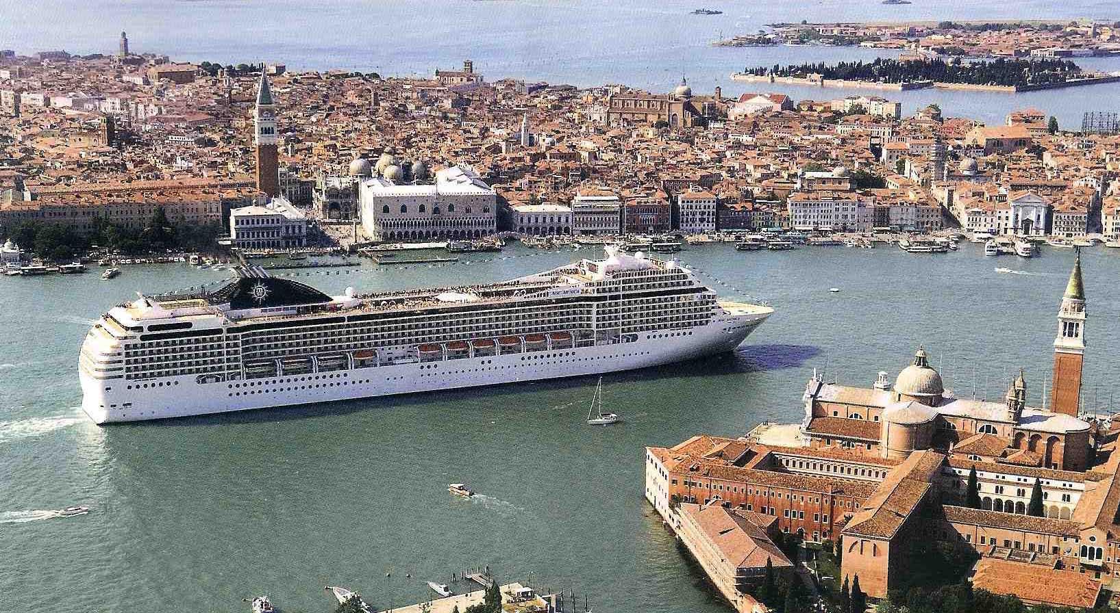 Venezia grandi navi da crociera giudecca 3