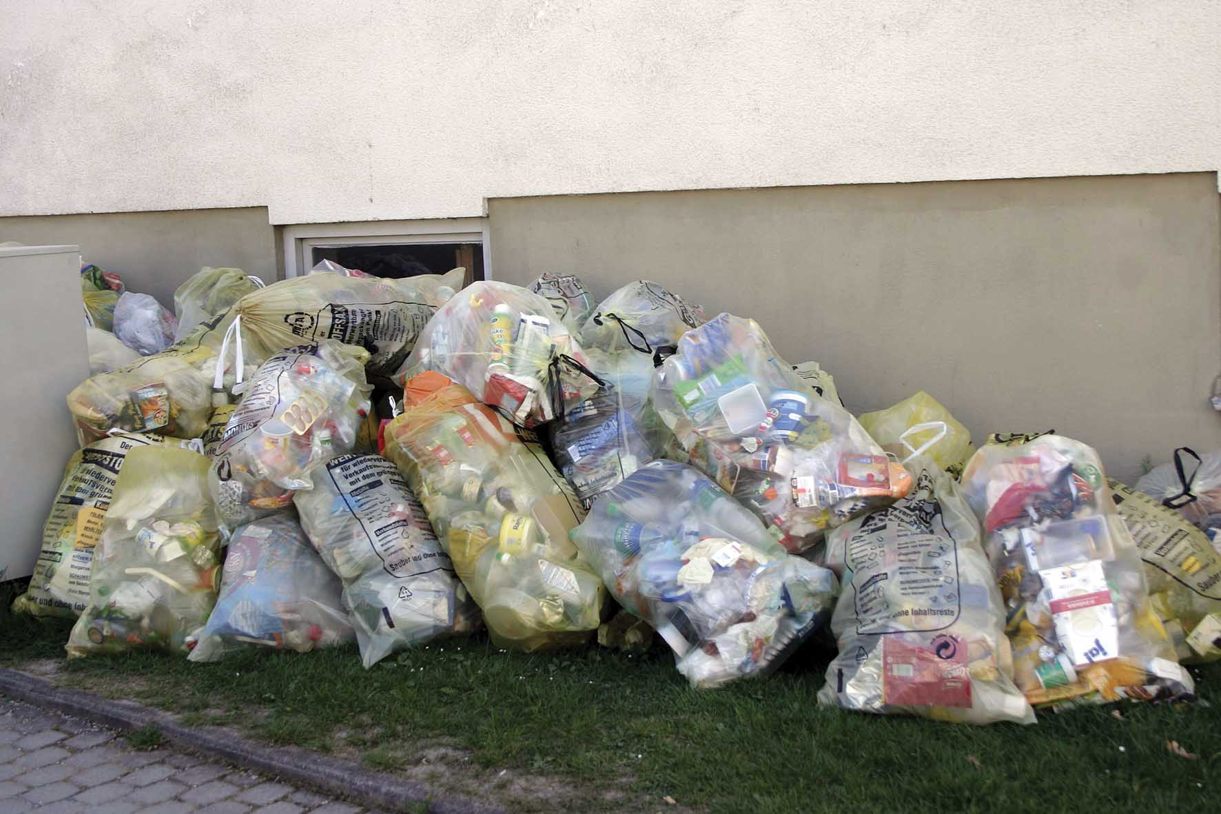 tassa sulla plastica raccolta differenziata rifiuti plastica