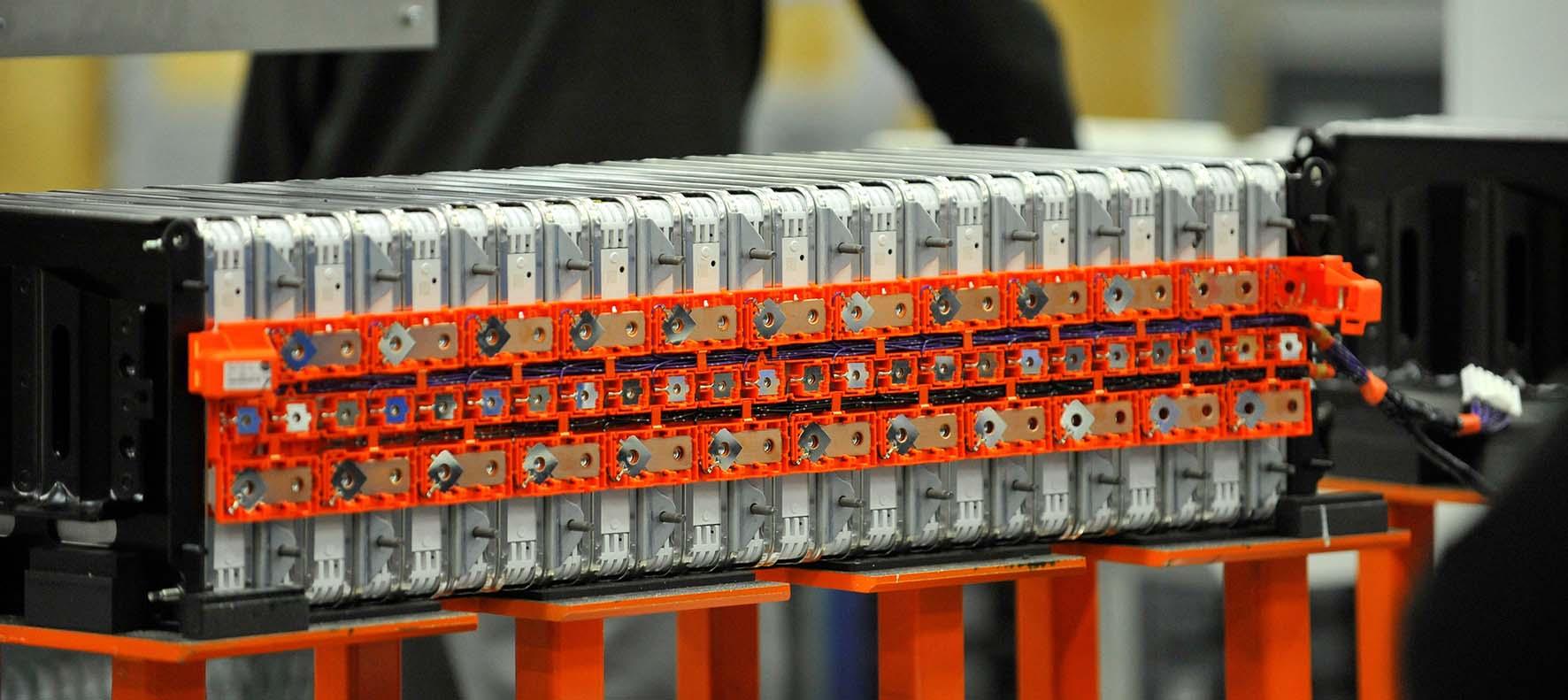 Nissan produzione batterie ioni litio 33