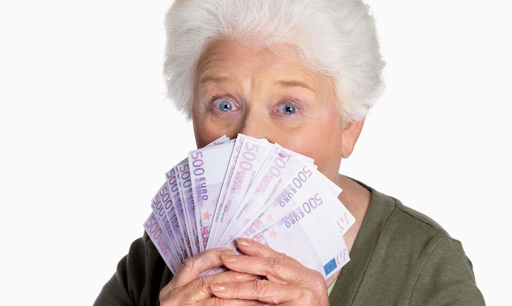 pensioni Pensionata mazzetta soldi FbySh