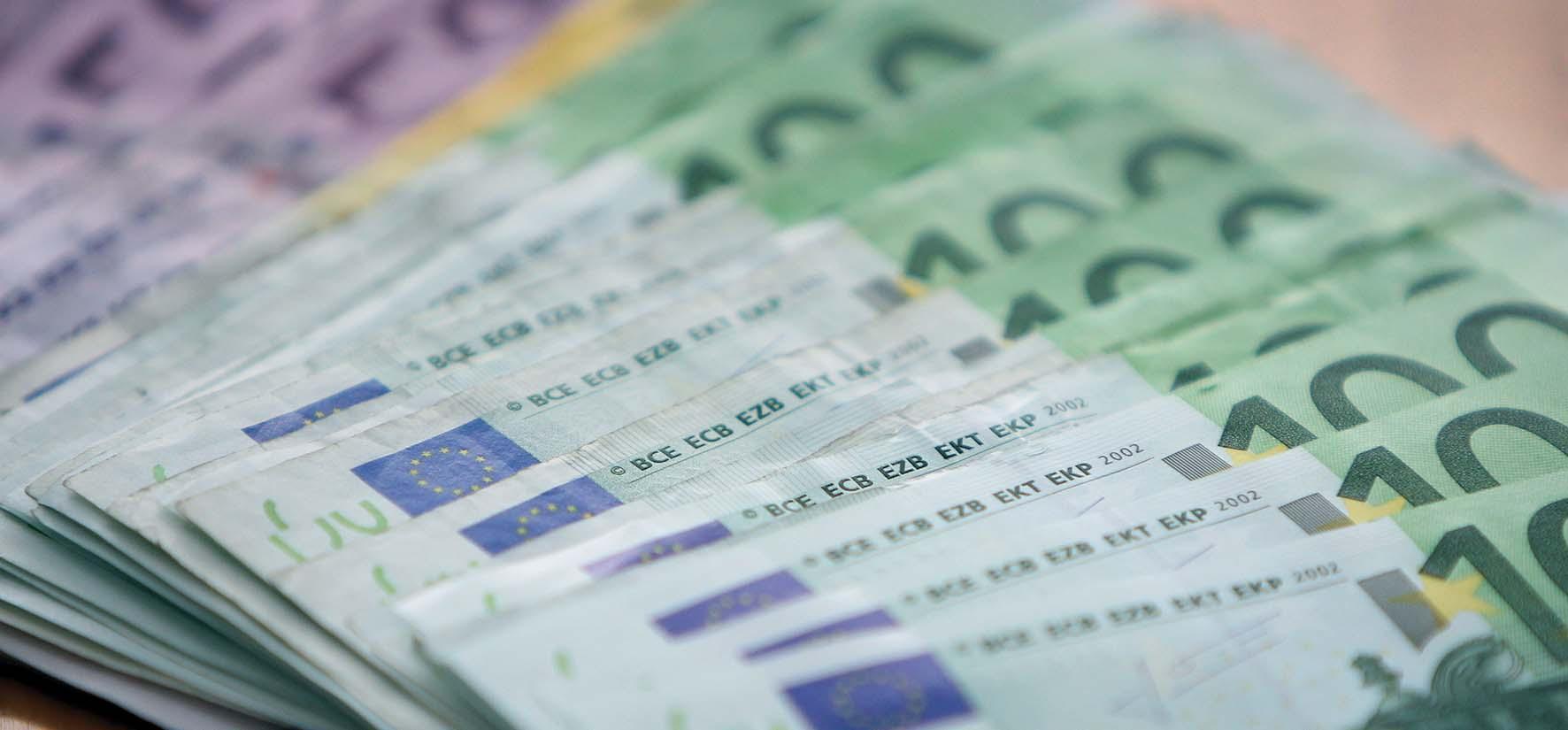 revisione della spesa soldi euro biglietti B