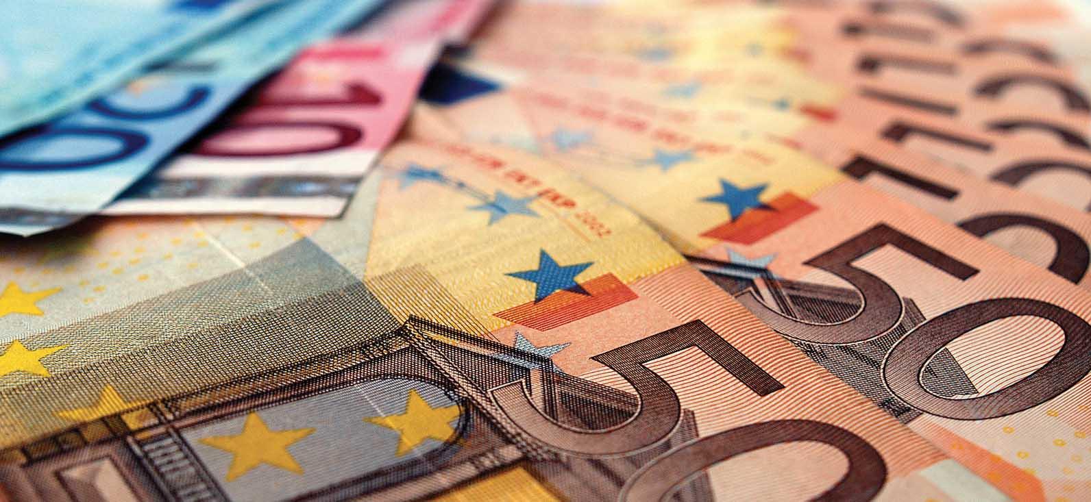 euro soldi biglietti banca fotolia