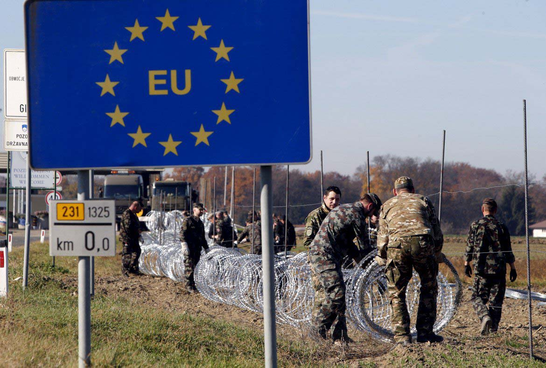 slovenia confine austria migranti immigrati muro 34