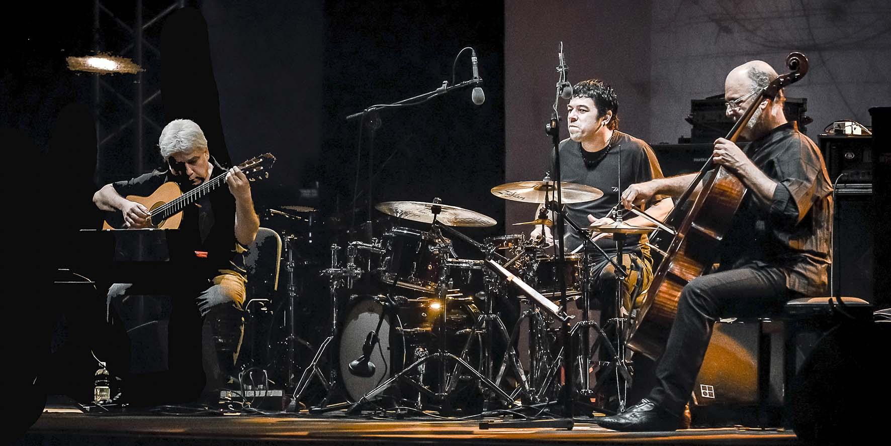 Cellosambatrio J.Morelenbaum Trio