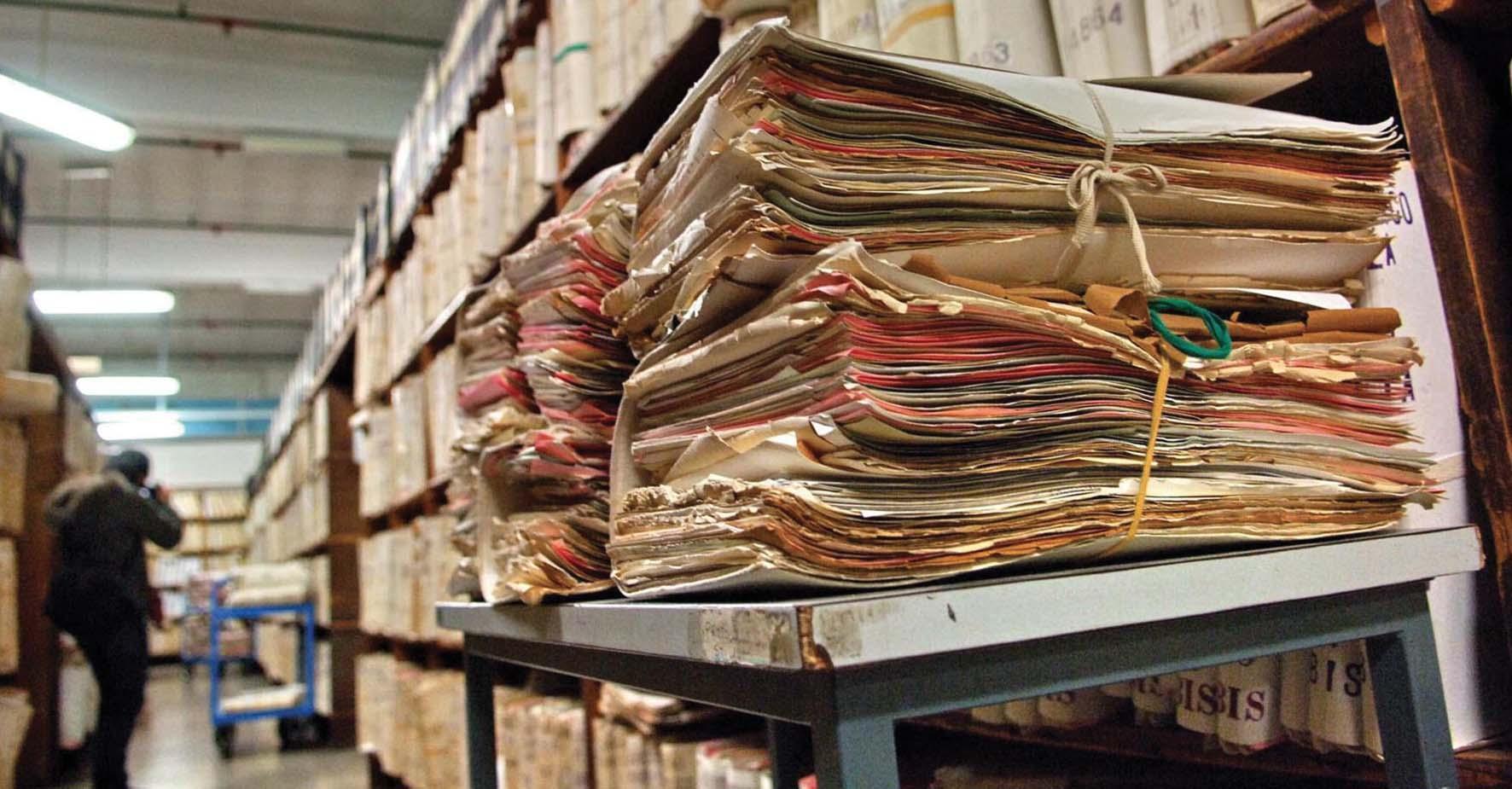 burocrazia archvio pratiche faldoni