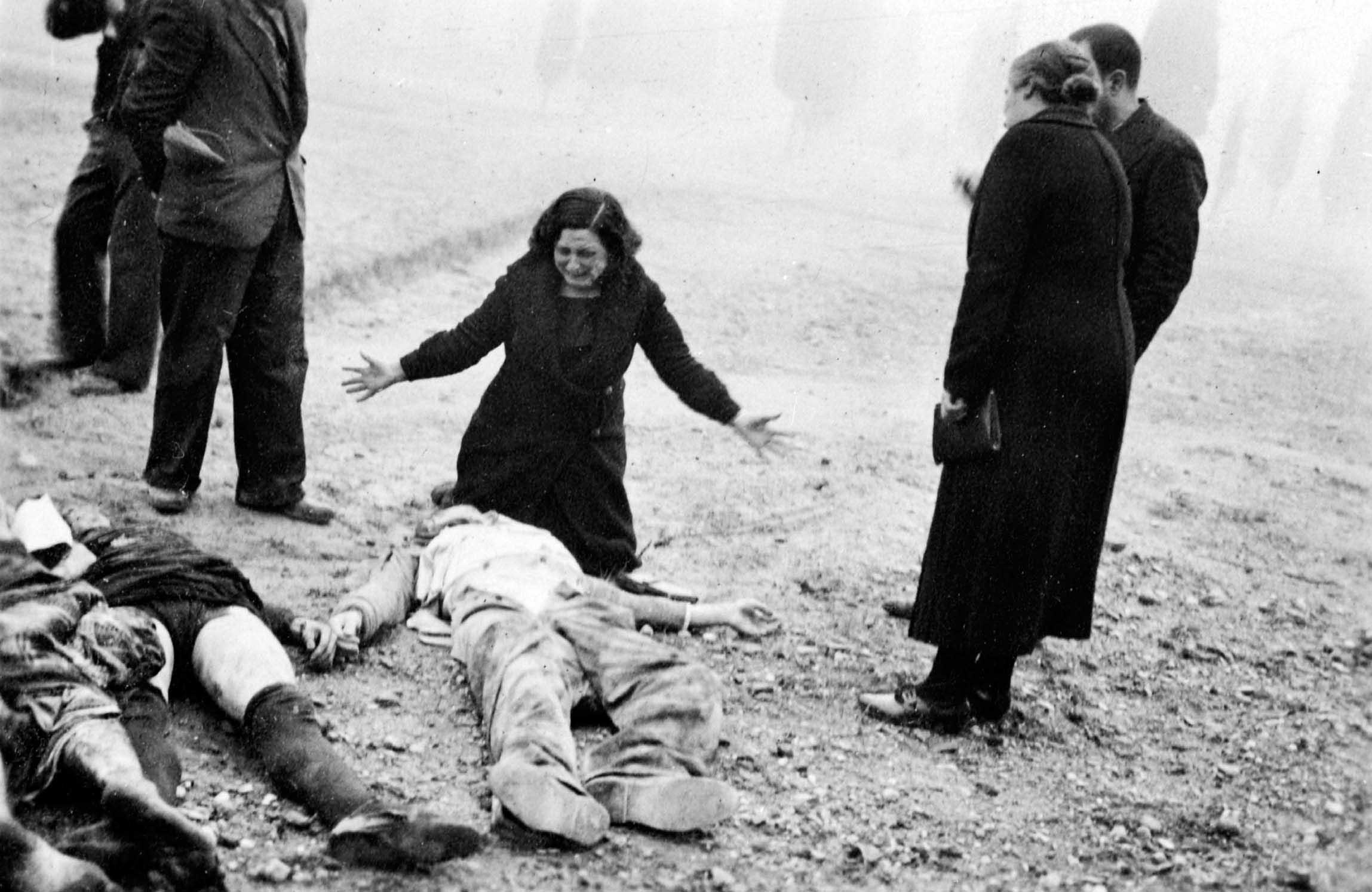 Mostra guerra civile spagnola morti per strada