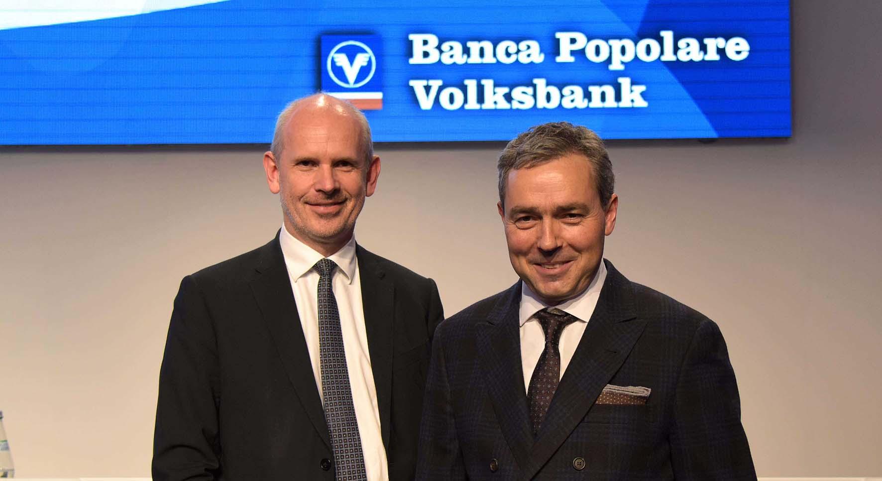 Volksbank assemblea soci 2016 Otmar Michaeler a destra e il direttore generale Johannes Schneebacher