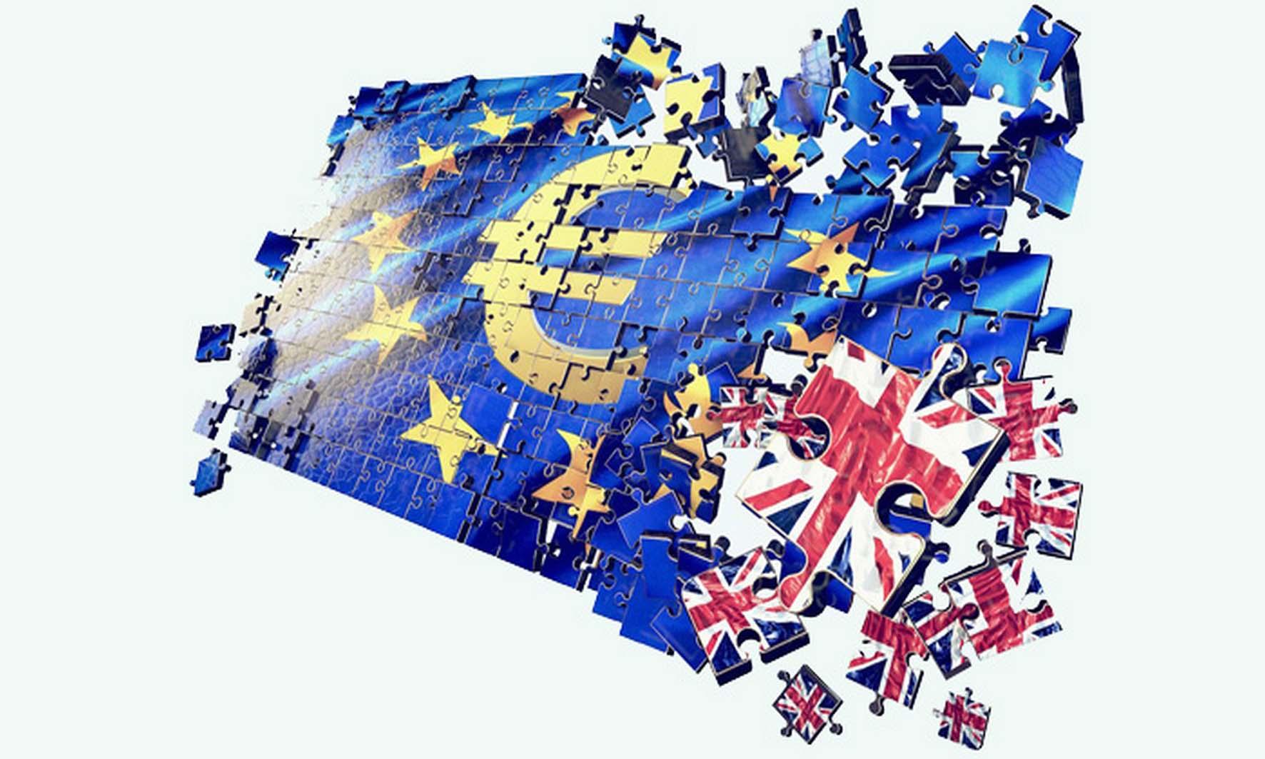 brexit bandiera UE che spezzettata