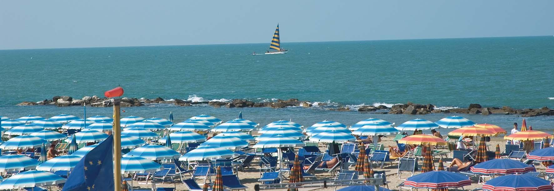 divieto di balneazione Cattolica SpiaggiaOmbrelloniBarcaVela