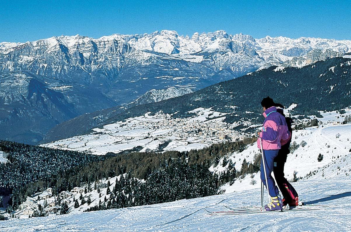 Trentino Spa inverno sciatore panorama